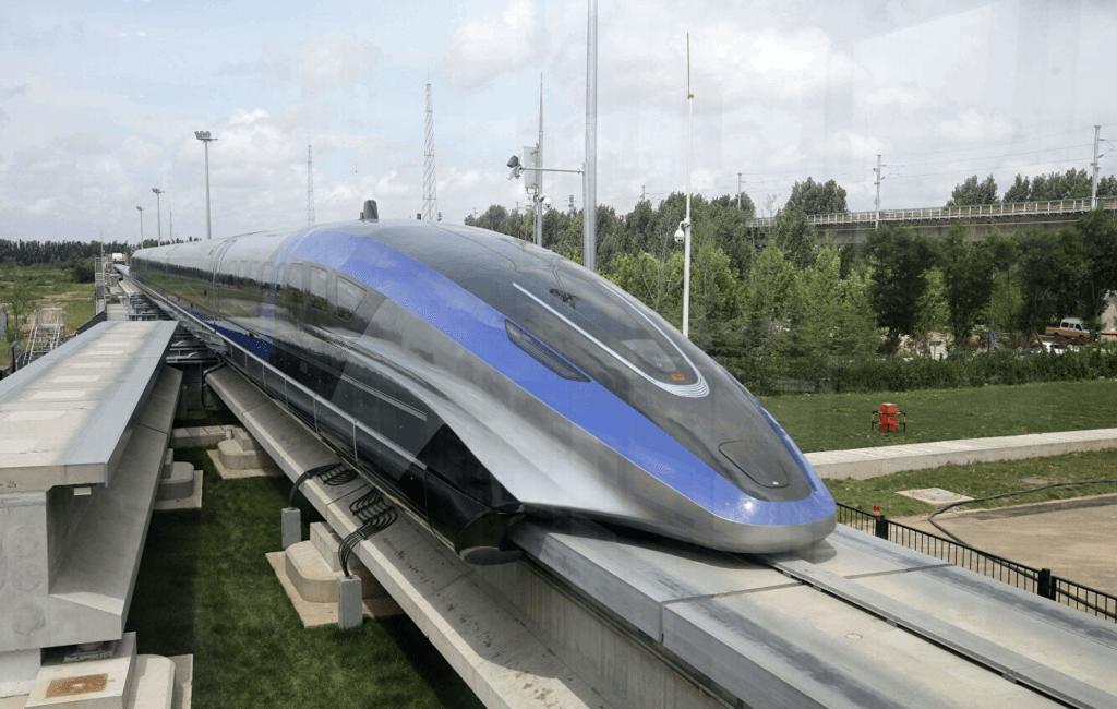 Высокоскоростной поезд на магнитной подушке